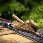 What qualifications and skills should a good roofer have?