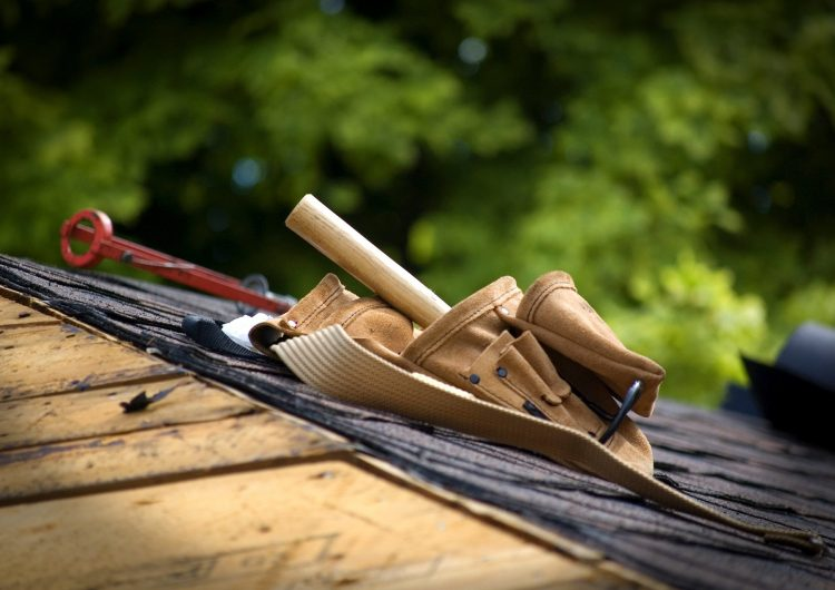 What Qualifications And Skills Should A Roofer Have